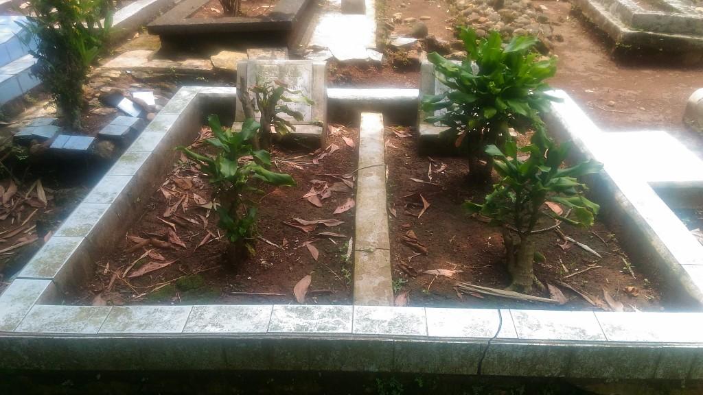 Makam Letkol KH Iskandar Idries dan isterinya, Siti Aisyah