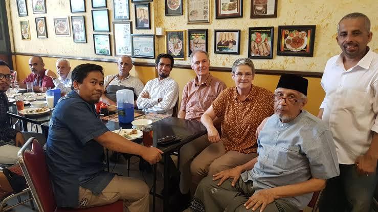 Geys Amar dan diskusi dng Huub de Jong di Pusdok Bogor